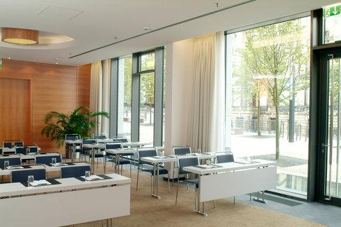 Radisson Blu Hotel, Berlin - Meetings   Events Ground Floor Room Aquamarin