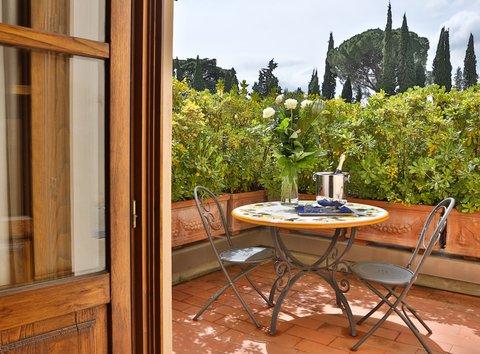 Villa Gabriele D'annunzio Hotel - Guest Room Patio