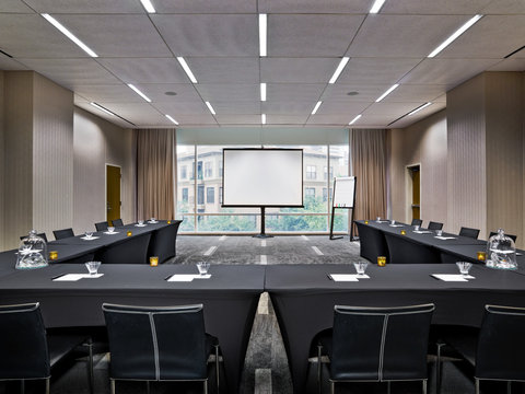 W Dallas - Victory - Industry Room