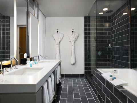 W Dallas - Victory - Extreme Wow Suite Bathroom