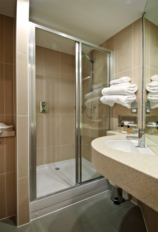 Future Inn Bristol - En-suite Bathroom at Future Inn Bristol
