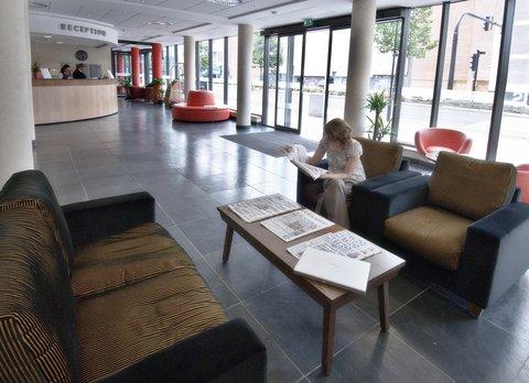 Future Inn Bristol - Lobby Entrance