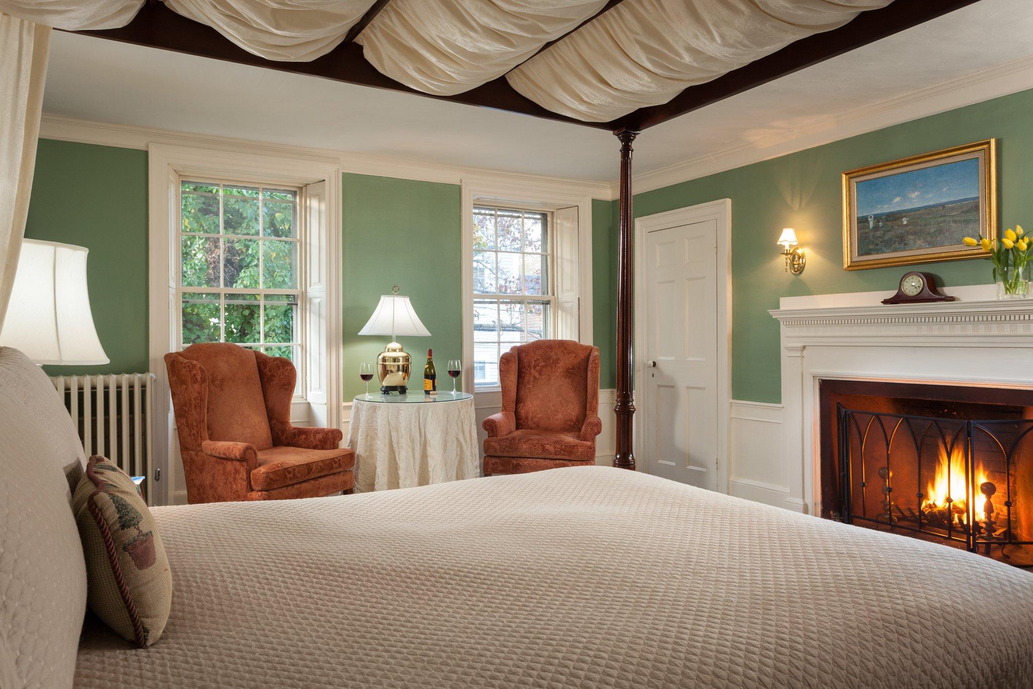 Harbor Light Inn Room