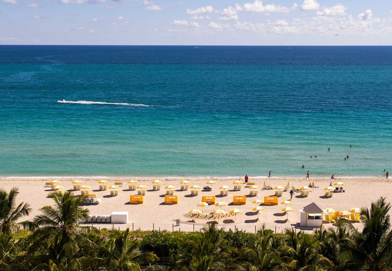 Hotel Courtyard Miami Beach Oceanfront 外観