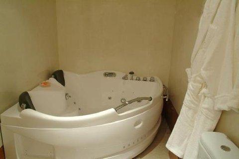 Oum Palace Hotel - Bathroom