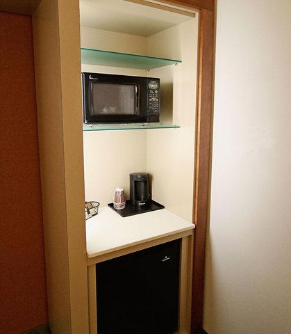 SpringHill Suites Cincinnati Midtown - Suite - Kitchenette