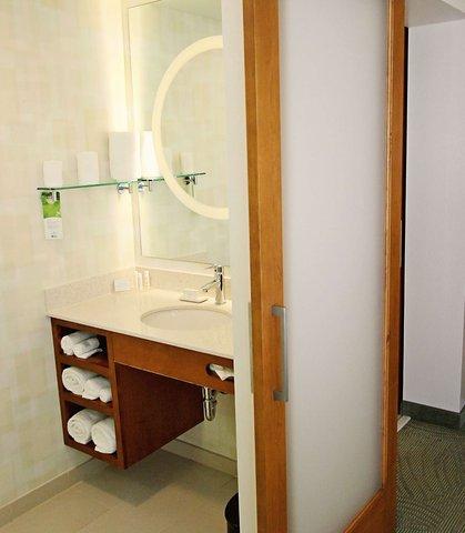 SpringHill Suites Cincinnati Midtown - Suite Bathroom Vanity