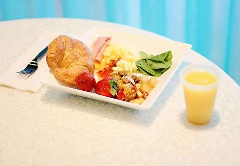 SpringHill Suites Cincinnati Midtown - Breakfast
