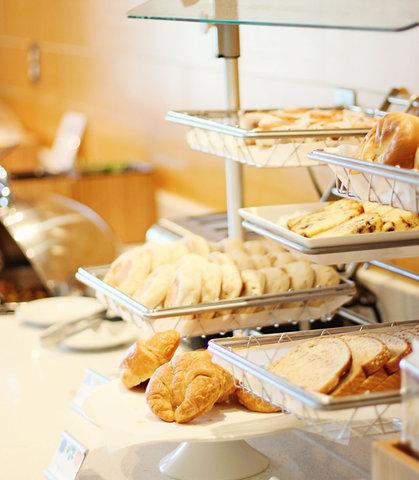 SpringHill Suites Cincinnati Midtown - Breakfast Buffet - Pastries