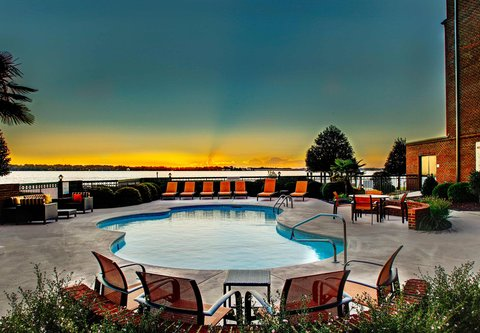 Courtyard New Bern - Outdoor Pool View