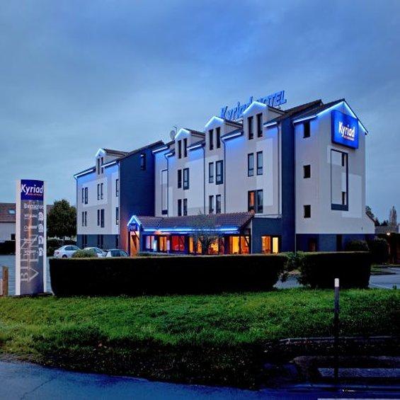 Hotel Restaurant Kyriad Poitiers Sud Aeroport Außenansicht