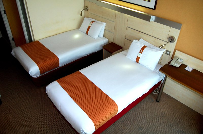 Holiday Inn Express Swindon City Centre Vista de la habitación