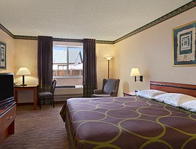 Super 8 Colorado Springs Airport - Standard King Room