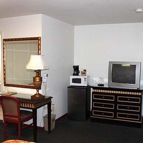 Golden Wheat Budget Host Inn - Golden Wheat Budget Host Inn Junction City Room