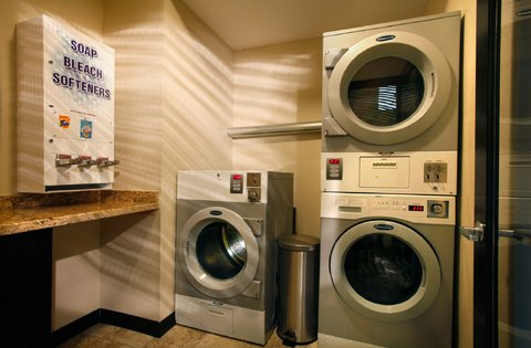 Best Western Plus Inn At The Vines - Guest Laundry Room