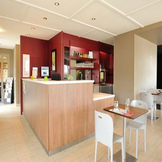 Campanile - Dole 餐饮设施