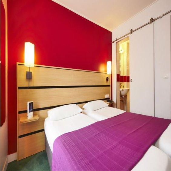 Hotel Kyriad Paris Canal Saint Martin Republique Вид в номере