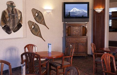 Bear Lodge - Bear s Tale Lounge