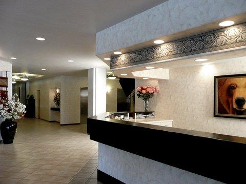 Bear Lodge - Lobby