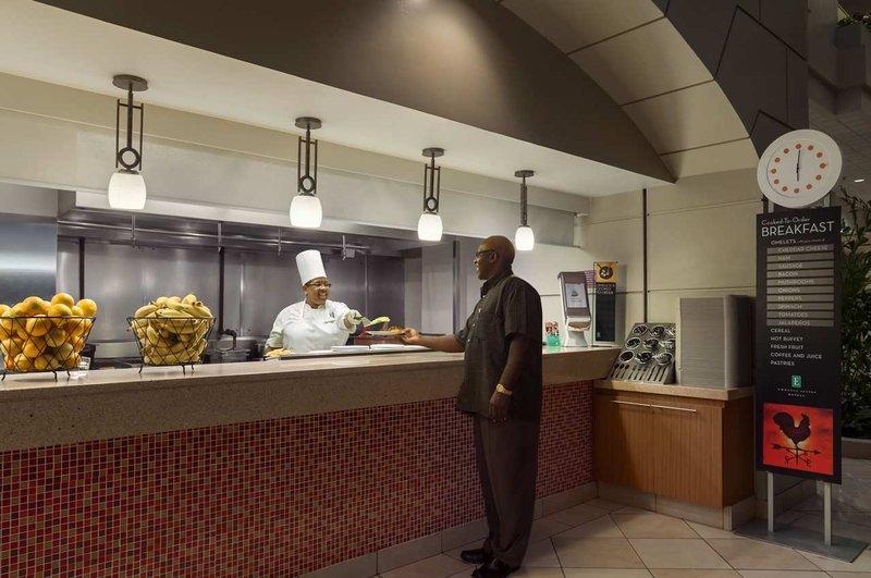 Embassy Suites Charlotte Gastronomie