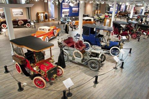 Bear Lodge - Auto Museum