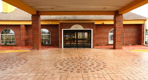 Wyndham Garden Grand Rapids Airport - Exterior