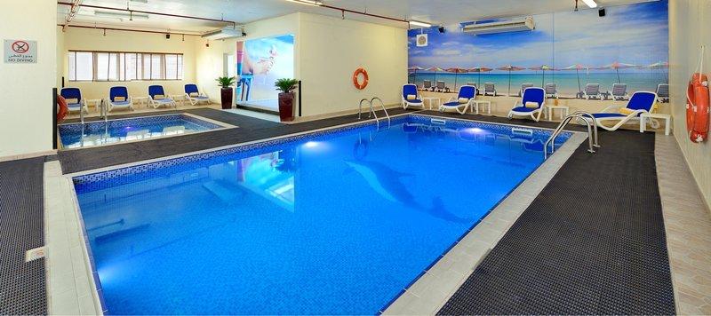 Ramada Hotel Apartments Sharjah Zwembadaanzicht