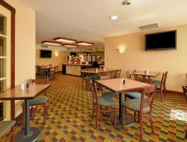 Ramada Boston - Breakfast Area