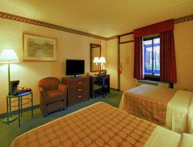 Ramada Boston - 2 Double Bed Room