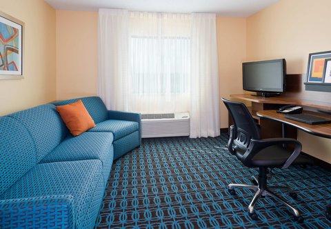 Fairfield Inn & Suites Dallas Park Central - Executive King Suite - Living Area