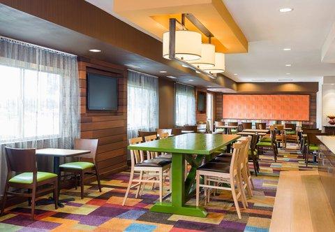 Fairfield Inn & Suites Dallas Park Central - Dining Area