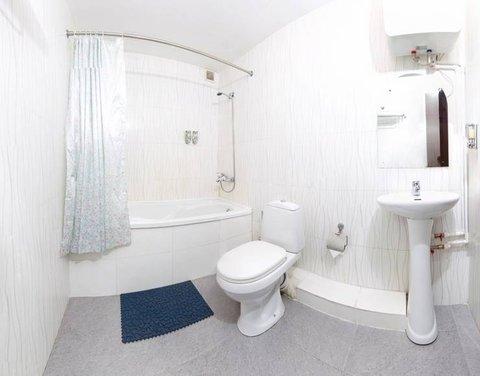 Arirang Hotel - Bathroom