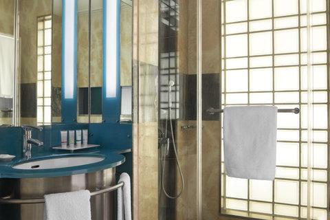 فندق فور بوينتس باي شيراتون لي فيردون  - Guest Bathroom