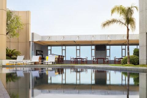 فندق فور بوينتس باي شيراتون لي فيردون  - Roof Top Pool Restaurant