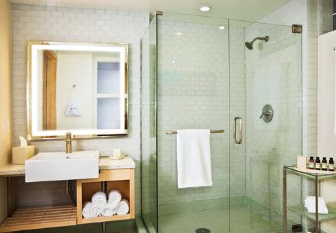 Pier South Resort, Autograph Collection - Suite Bathroom
