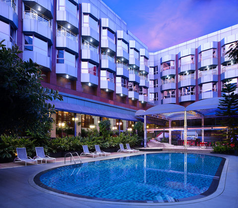 Le Meridien Bangalore - Pool Area