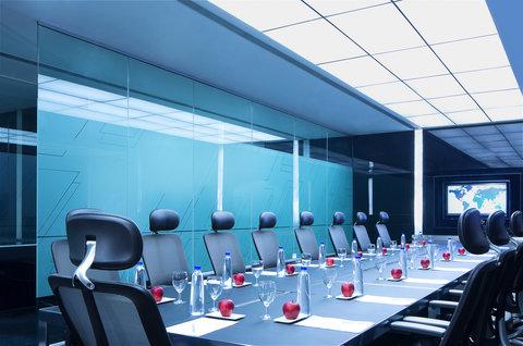 Le Meridien Bangalore - Deluxe Board Room