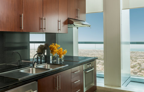 Four Points by Sheraton Sheikh Zayed Road, Dubai - One Bedroom Apartment Kitchen