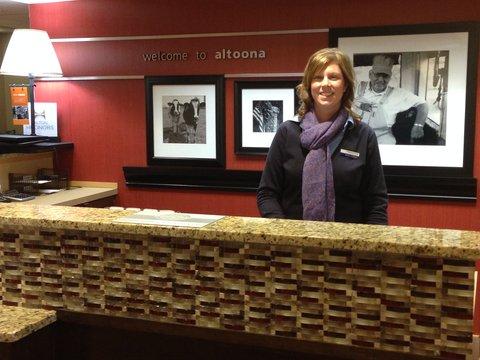 Hampton Inn Altoona - Front Desk
