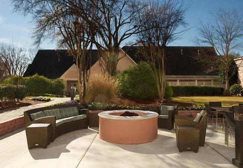 Residence Inn Atlanta Buckhead/Lenox Park - Outdoor Courtyard