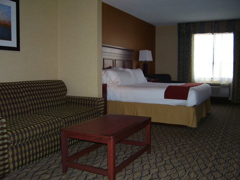 Holiday Inn Express & Suites BAKERSFIELD CENTRAL - Bakersfield, CA