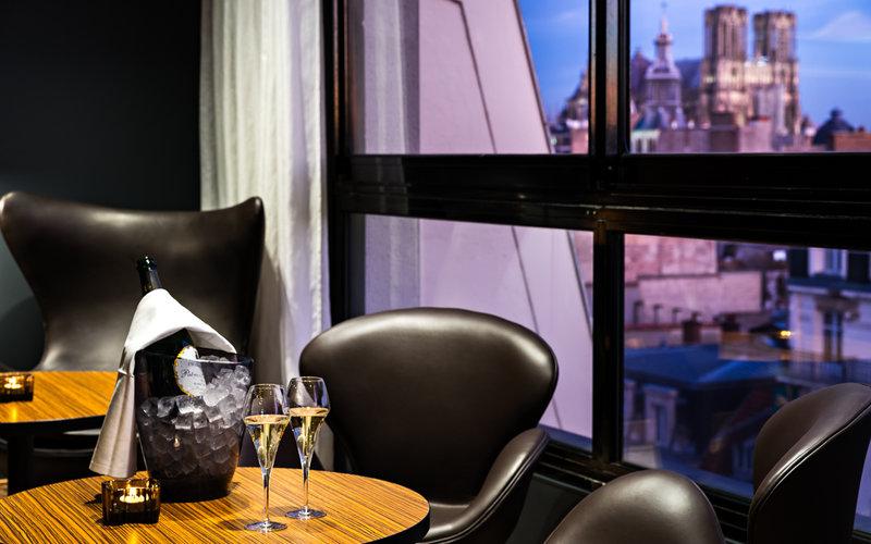 Holiday Inn Reims City Centre Bar/Lounge