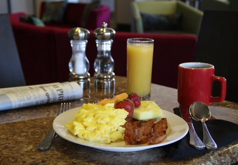 SpringHill Suites Green Bay - Breakfast Buffet