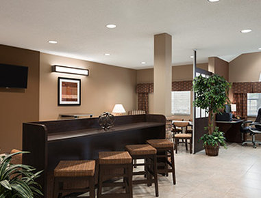 Microtel Inn & Suites by Wyndham Fairmont - Lobby