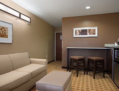 Microtel Inn & Suites by Wyndham Fairmont - Suite