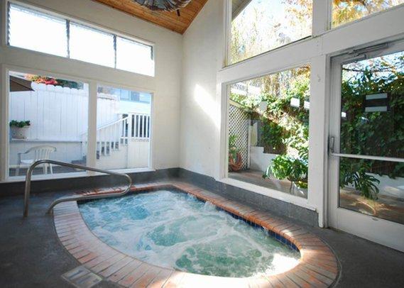 Clarion Hotel Monterey Wellnessbereich