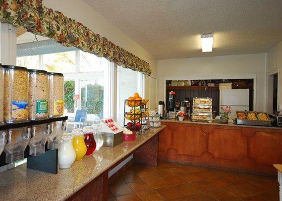 Clarion Hotel Monterey Gastronomia