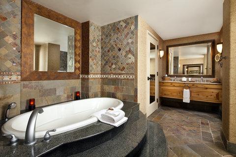 Sheraton Wild Horse Pass Resort & Spa - Presidential Suite Bathroom