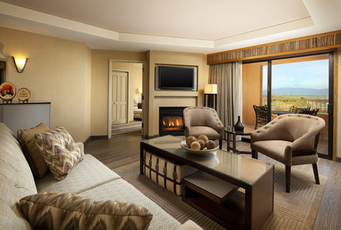 Sheraton Wild Horse Pass Resort & Spa - Governors Suite Living Room