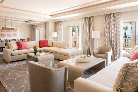 The Ritz-Carlton, Grand Cayman - The Ritz-Carlton Suite living room overview